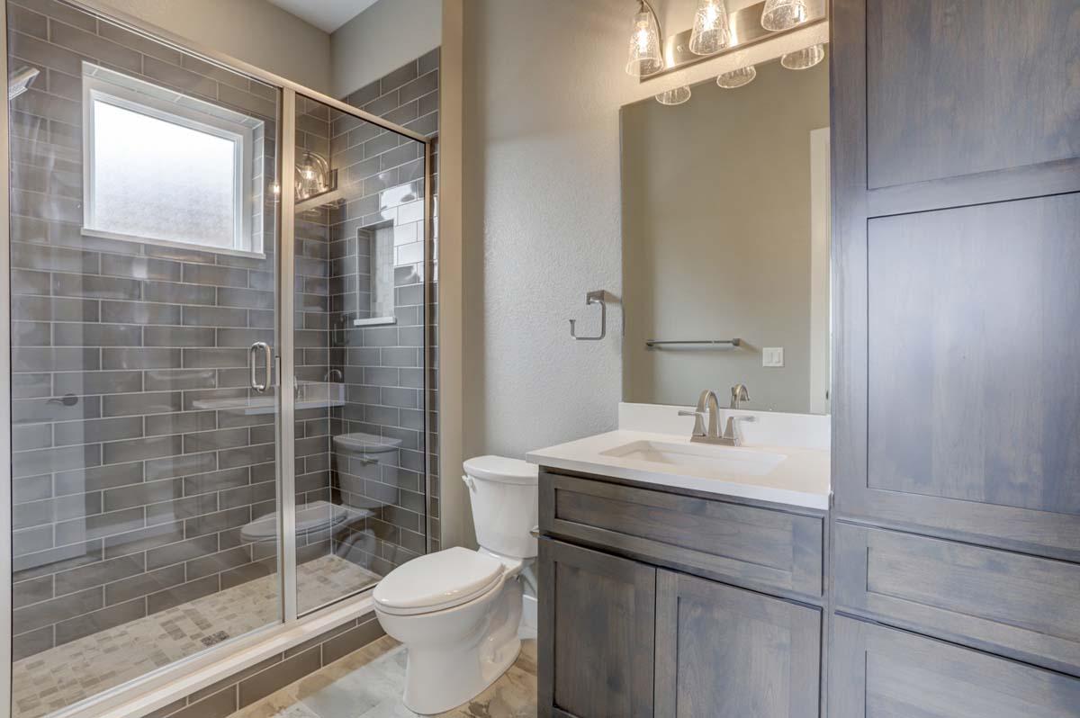 8a Guest Bath