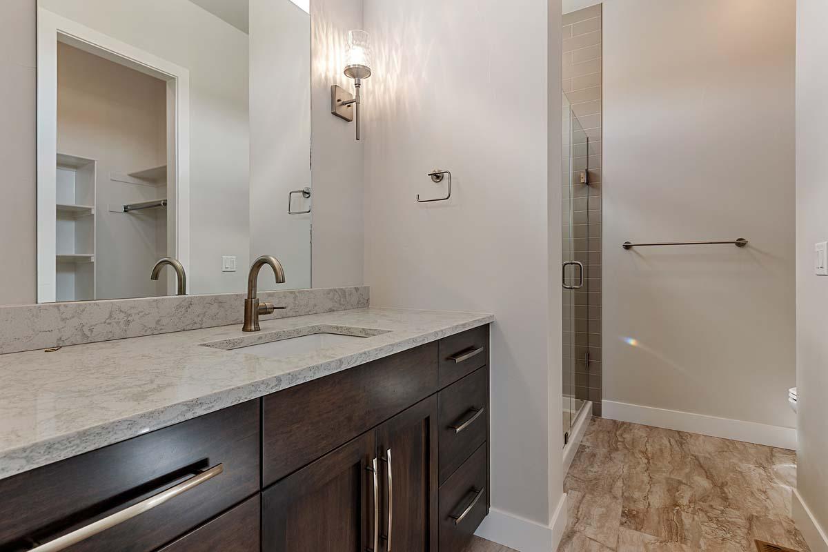Bedroom 2's Private Bathroom